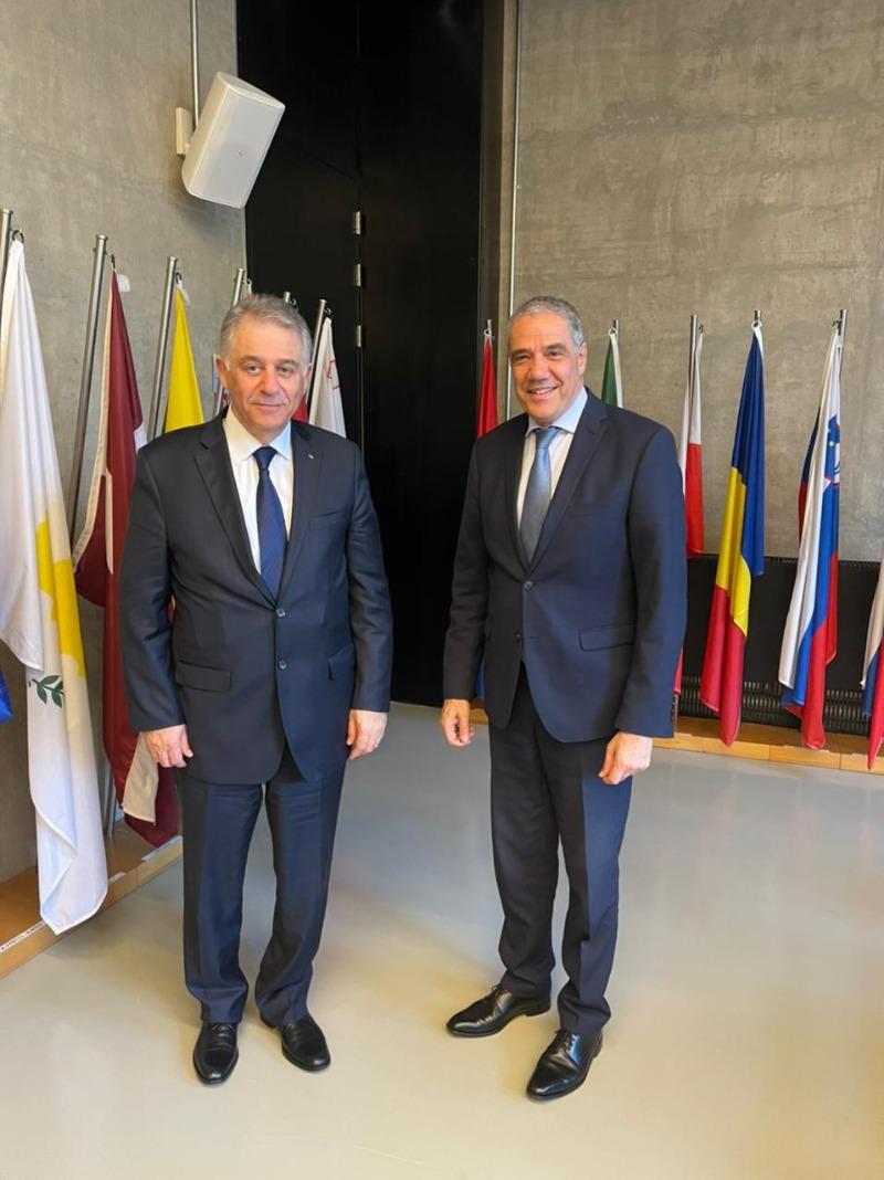السفير دبور يلتقي سفير الاتحاد الاوروبي في لبنان