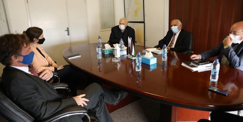 رئيس لجنة الانتخابات الفلسطينية يلتقي ممثل الاتحاد الأوروبي