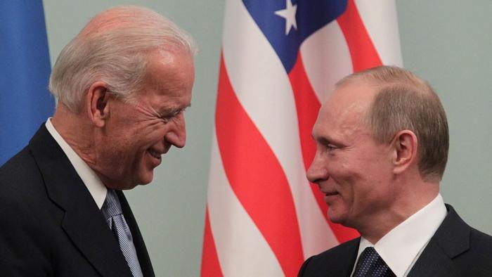 بين بوتين وبايدن