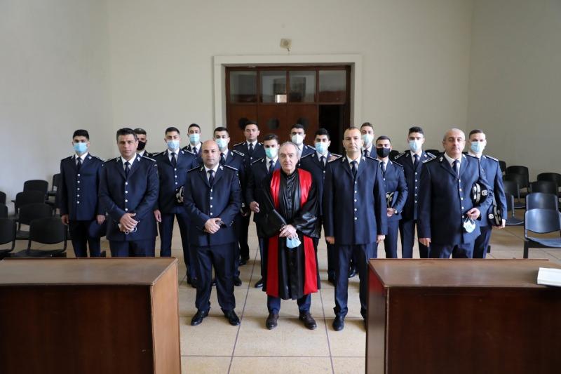 13 ضابطاً من الأمن العام أقسموا اليمين