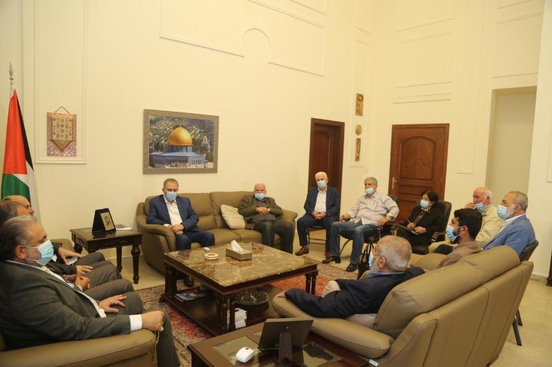 """السفير دبور وقيادة """"فتح"""" في لبنان يستقبلان وفد """"حماس"""""""