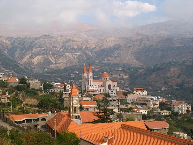 بشري... واحدة من المدن المدهشة في لبنان