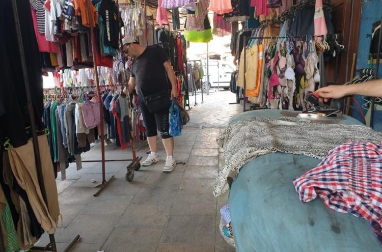 """""""البالة"""" ليست لجميع الفقراء.. كيف قلب الانهيار نمط استهلاك اللبنانيين؟"""
