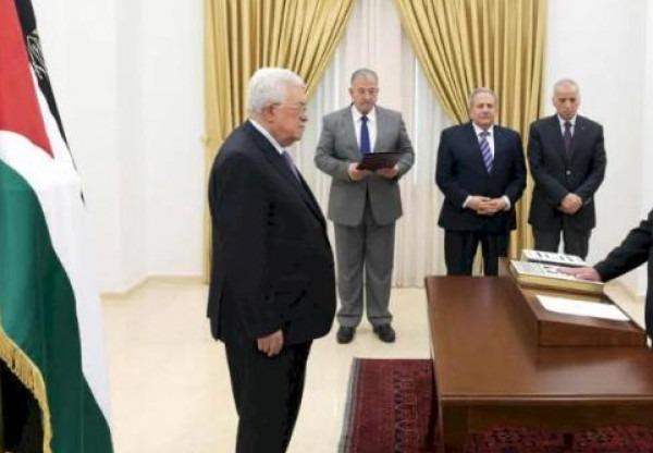 ثلاثة قضاة يؤدون اليمين القانونية أمام الرئيس عباس قضاة في المحكمة الدستورية العليا