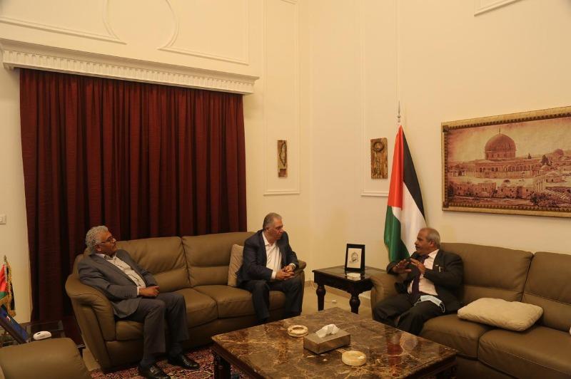 السفير دبور يستقبل وفداً من حزب الشعب الفلسطيني