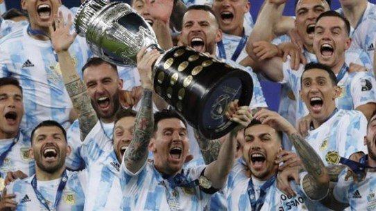الأرجنتين تفوز بأوّل بطولة كبيرة في 28 عاماً