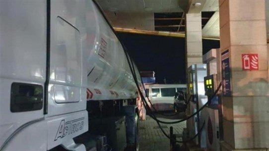 يهرّبون البنزين من محطة لبيعه في السوق السوداء!