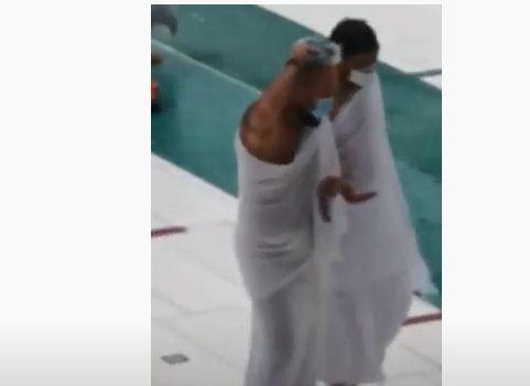 بالفيديو..  الحجاج يخرجون من صحن الحرم بسبب الامطار والبرد