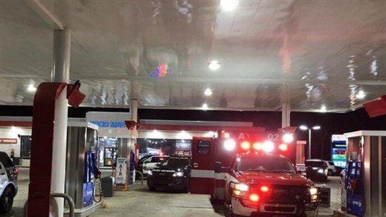 مسلح يسرق سيارة إسعاف في داخلها مريض