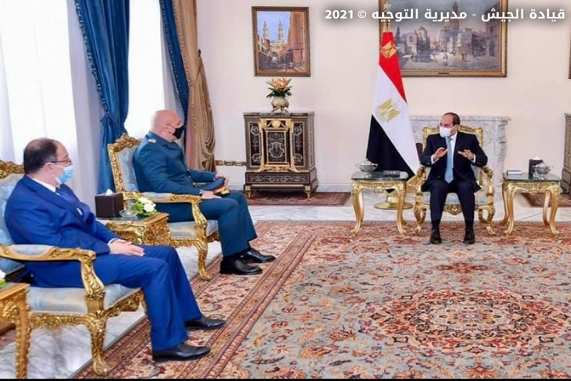 قائد الجيش بحث مع السيسي ووزير الدفاع سبل دعم المؤسسة العسكرية