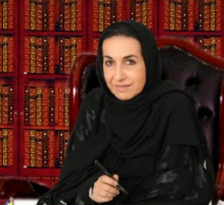 بالصور - الشاعرة والفنانة التشكيلية اللبنانية ليلى عساف  ترسم بالقلم واللوحة صيدا القديمة