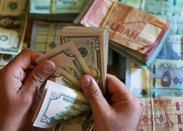 تسعيرة صباحية مرتفعة لصرف الدولار في السوق السوداء