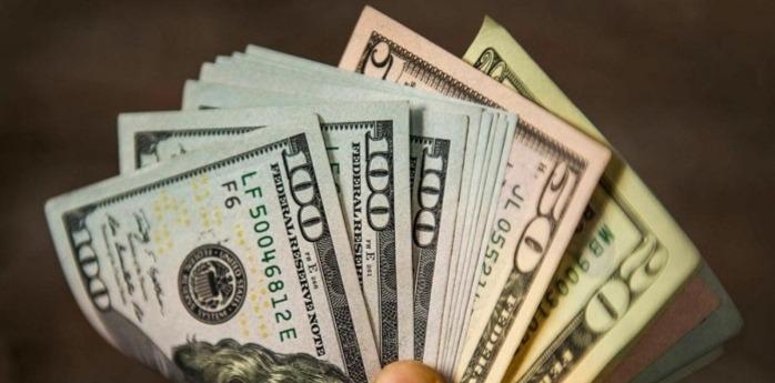 الدولار ينخفض مساء...هذا ما سجله